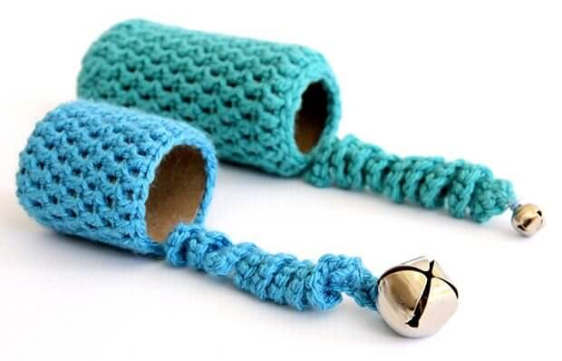 make cat toys out of cardboard roll -2