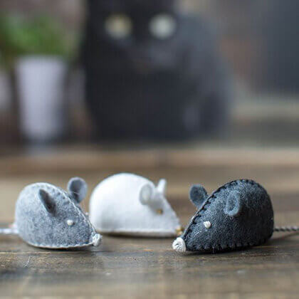 make cat toys out of felt toy